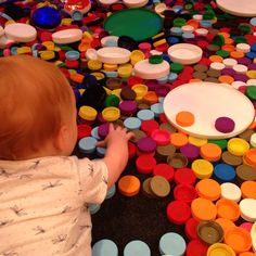 "Thousands of plastic bottle tops. Children are invited to play and create in ""flowers of mandala"" at Reggio Emilia heaven! Toddler Classroom, Toddler Preschool, Toddler Play, Baby Play, Reggio Emilia Classroom, Montessori, Kindergarten, Baby Sensory, Early Childhood Education"