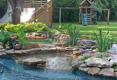 Gartenteich anlegen – Bilder und Ideen für eine kreative Gartengestaltung - gartenteich anlegen brücke gartengestaltung und landschaftsbau kinderspielplatz bauen