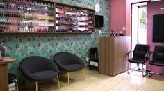 salão de beleza pequeno decorado recepção