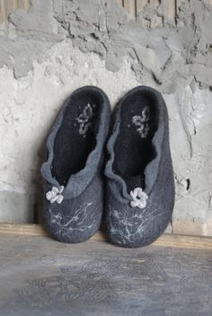 California night - charcoal black wool felted flat slippers. Product description: Our felt slippers are totally handcrafted of 100% pure wool with warm water, soap, love and care. The sole, made of craft foam, is firmly glued. Felted slippers are extremely solf, light, comfortable and long-wearing. It will serve you trully for long years. Each pair of slippers is whole-felted and is handmade. None of the manifacturing techniques are being used. Thus your slippers will be unique even if…