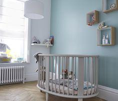 <span>Rêve de quiétude</span><br/>Cette couleur fraîche propice à la rêverie est parfaite pour les murs d'une chambre de bébé pour lui créer un cocon de sérénité. http://www.castorama.fr/store/pages/zoom-sur-colours-respirea-topaze.html