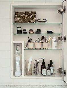 Gorgeous 40 Easy Master Bathroom Organization Ideas https://roomadness.com/2017/10/29/40-easy-master-bathroom-organization-ideas/