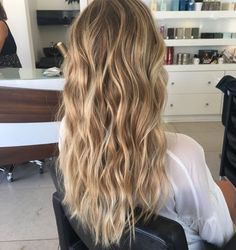 Sun-Kissed blonde hair tone for summer balayage hair blonde în 2019 balayag Balayage Hair Blonde, Dying Hair Blonde, Balyage Long Hair, Hair Highlights, Sun Kissed Highlights, Human Hair Extensions, Pretty Hairstyles, Spring Hairstyles, Everyday Hairstyles