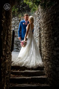 Beautifully framed bride and groom in an archway in lovely old Cromwell. By Dan Childs at 222 Photographic Studios,  Queenstown, New Zealand. #nzweddingphotography #queenstownwedding