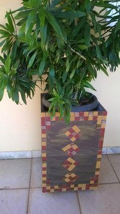 cachepot  marom de mosaico de vidro