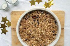 Wil je met kerst een heerlijk healthy dessert op tafel zetten? Wat dacht je van deze warme crumble met blauwe bessenenframbozen?