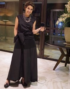 Vestido Apartamento 02 e colar Tania Miura (da lojinha na FAAP), sapato Guilhermina Mature Fashion, Over 50 Womens Fashion, Fashion Over 50, Advanced Style, Look Chic, Classy Women, Outfit Posts, Street Style Women, Chic Outfits