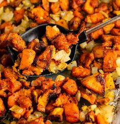 The Best Sweet Potato Hash Recipe - Build Your Bite Sweet Potato Breakfast Hash, Sweet Potatoe Bites, Potato Bites, Sweet Potato Casserole, Diabetic Sweet Potato Recipe, Sweet Potato Recipes, Bourbon Sweet Potatoes, Grilled Sweet Potatoes, Easy Brunch Recipes