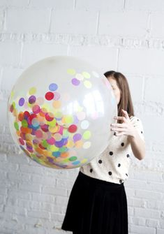 Great idea for kids parties - confetti filled balloons Confetti Balloons, Big Balloons, Birthday Balloons, Idee Diy, Party Entertainment, Diy Party, Party Ideas, Holiday Parties, Party Planning