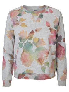Floral printed sweatshirt from VERO MODA. Wear this with a pair of white jeans for a comfy casual look