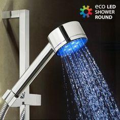 Con la ducha con luz redonda Eco Led Shower Round Shape se acabaron los sustos por agua demasiado fría o caliente! Una ducha LED que se activa con la presión del agua y cambia de color en función de la temperatura. No necesita pilas ni cargadores. Se instala fácilmente enroscándola (sistema compatible con todos los grifos de ducha estándar UE). Ideal para crear un ambiente único y relajante.