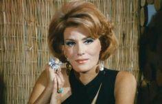 EPIRUS TV NEWS: Μια κυρία στα μπουζούκια: Στα 83 της η Χρονόπουλου...