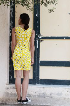 Vintage yellow white Daisies stretch  jersey dress.one size