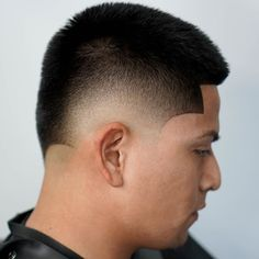 Check out these 25 cool buzz cut styles for clean cut and out there looks. Add a taper fade, fade or line up. Or go bold with color or hair designs. Best Fade Haircuts, Types Of Fade Haircut, Fade Haircut Styles, Buzz Cut Hairstyles, Low Fade Haircut, Waves Haircut, Hair Styles, Men's Haircuts, Buzz Cut Styles