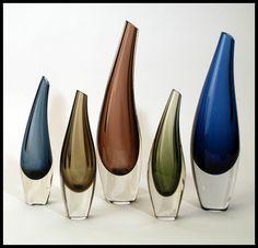 design-is-fine: Tapio Wirkkala, Fish Bladder vases, For Iittala, Finland. Via freeformusa Blown Glass Art, Art Of Glass, Vintage Vases, Mid Century Design, Glass Design, Murano Glass, Scandinavian Design, Glass Bottles, Designer