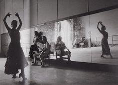Adelina Carvajal ensaya La danza del fuego. Teatro Garcia Lorca, La Habana, 1995 / Sophie Elbaz