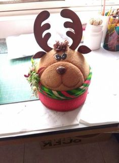 70 ideas for cupcakes decoration navidad natal Clay Pot Crafts, Foam Crafts, Baby Crafts, Diy And Crafts, Felt Christmas Decorations, Christmas Crafts, Christmas Ornaments, Christmas Ideas, Yule Crafts