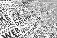 Las ventajas de las redes sociales son varias. Los usuarios no solamente están presentes en las redes sociales si no que cada vez de formamás activa, esperando que las empresas también lo estén. Este canal permite que las empresas promocionen sus productos o servicios a través de enlaces, imágenes o vídeos.