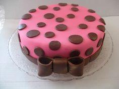 Resultado de imagem para como fazer bolos decorados com pasta de açucar