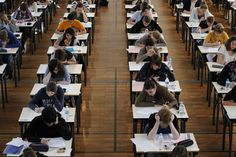 Catalanes y madrileños, los que más pagan por la matrícula de grado en universidades públicas
