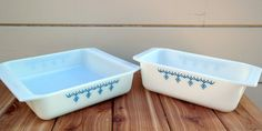 Vintage Pyrex Set of Baking Dishes / Blue Snowflake / Square Pan 922 / Loaf Pan 913 on Etsy, $30.00