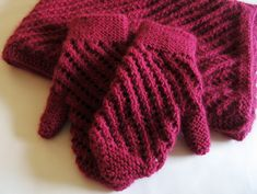 Raspberry Scarf and Mittens ........  Gauge is  17 stitches x 25 rows = 10 x 10 cm (4 x 4 inches) on 5dpns in US size 6  FREE pattern