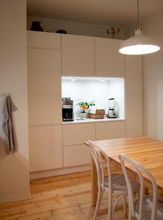 Tässä keittiöremontissa Haagalainen koti sai uuden raikkaan ja modernin sydämen. Asiakas sai valita kahdesta erilaisesta keittiösuunnitelmasta.
