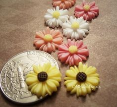 4pcs Matte Yellow  14mm Highly Detailed Cute Resin Mum by CMVision
