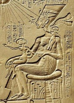 Hardly a figure like Egyptian queen Nefertiti could go unnoticed. And that, finished the episode of Amarna, in which her husband, Akhenaten, imposed a new religious cult Egyptian Queen Nefertiti, Egyptian Art, Ancient Egypt History, Ancient Aliens, Ancient Mysteries, Ancient Artifacts, Kemet Egypt, Luxor Egypt, Cultures Du Monde