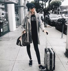 Simple and casual airplane outfits (36) - Fashionetter