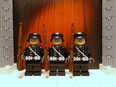 3x WWII LEGO German Leibstandarte Guards with Kar98's and Stahlhelm helmets