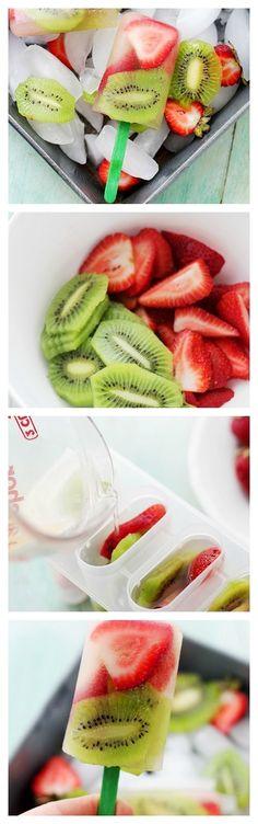 Strawberry-Kiwi Fruit Popsicles: Super easy to make, delicious and healthy Strawberry-Kiwi Popsicles! Healthy Fruits, Healthy Snacks, Healthy Eating, Healthy Recipes, Juice Recipes, Kiwi Recipes, Blender Recipes, Jelly Recipes, Fruit Snacks