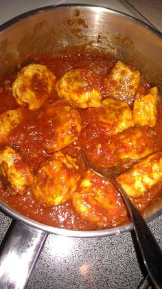 Chicken Meatballs... a healthier way to enjoy a classic Italian dish  Via Fit-Possible