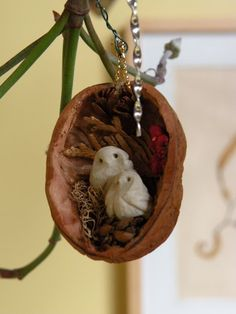 Walnut Shell Ornaments::Use mini mini decos to adorn. Christmas Time, Christmas Projects, Xmas, Christmas Decorations, Christmas Ornaments, Holiday Decor, Christmas Balls, Handmade Christmas, Walnut Shell Crafts