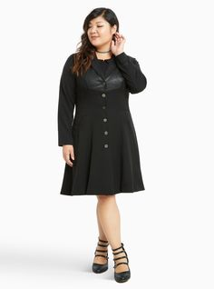 Deathly Hallows coat with an interior wand pocket. Harry Potter Deathly Hallows, Harry Potter Outfits, Harry Potter Collection, Plus Size Coats, Fandom Outfits, Torrid, Plus Size Fashion, Style Inspiration, My Style