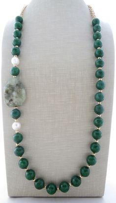 Collana con giada verde, prehnite e perle, gioielli con pietre dure, bijoux… #jewelrynecklaces