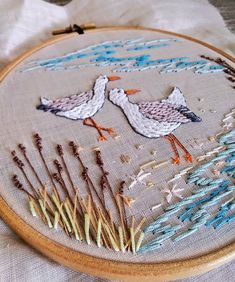 Lillyblossom: Helen creates a wide variety contemporary pictures using freehand machine embroidery & embellishments from sketches. Contemporary Embroidery, Modern Embroidery, Embroidery Art, Embroidery Stitches, Embroidery Patterns, Freehand Machine Embroidery, Sewing Circles, Embroidered Bird, Cross Stitch Bird