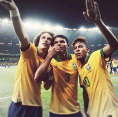 David Luiz, Neymar Jr and Thiago Silva Confederations Cup Cute Football Players, Brazil Football Team, Football Fever, Football Is Life, Flag Football, National Football Teams, Soccer Players, Neymar Jr, Brazil Men