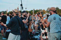 Fotografie di Chiara Arrigoni delle chitarre e dei chitarristi del Rockin' 1000 a Cesena, luglio 2015. Scoprili tutti ... #guitar #guitarists #rockin1000 #cesena