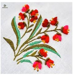 Hand Embroidery Flower Designs, Hand Embroidery Patterns Flowers, Basic Embroidery Stitches, Hand Embroidery Videos, Hand Embroidery Tutorial, Simple Embroidery, Embroidery Techniques, Ribbon Embroidery, Handmade Embroidery Designs