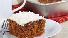 Nyt voit herkutella ja säästyä samalla turhilta kaloreilta! Tämä porkkanakakkusmoothie on täydellinen herkku vaikka aamupalaksi.