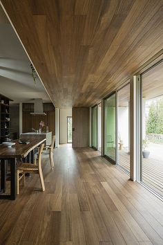 Jun Aoki designs M House in Tokyo with trapezoidal plan Pinned to Garden Design - Courtyards by Darin Bradbury. House Front, My House, Interior Architecture, Interior And Exterior, Long House, Lounge Design, Dream House Exterior, Japanese House, Home Fashion