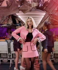 dua lipa vintage style fashion outfits break my heart music video 90s Fashion, Vintage Fashion, Fashion Outfits, Style Fashion, Vintage Style, Dua Lipa Tattoo, Break My Heart, Clueless Outfits, Style Casual