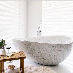 Perfect place to relax in a stunning marble bath Spas, Bauhaus, Bath Tube, Luxury Interior, Interior Design, Modern Interior, Bathroom Drain, Master Bathroom, Modern Lake House