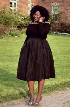 A little Obsessed with off shoulders. Plus size fashion for women. #mididkirt #mycurvesandcurls
