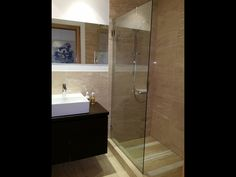 Real Estate Villanord. Photo Gallery. Buenos acabados plato de ducha con losa de marmol.