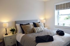 Excellent well-appointed cottage with panoramic sea views Holiday Accommodation, Isle Of Wight, Cottage, Sea, Furniture, Home Decor, Decoration Home, Room Decor, Cottages