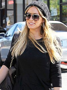Love the hat and glasses. Hilary Duff