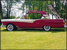"1957 Ford Fairlane 500 Skyliner Retractable Hardtop Convertible, better known as a ""Flip Top Box"" back in it's day. Retro Cars, Vintage Cars, Antique Cars, Fancy Cars, Ford Motor Company, Car Ford, Ford Trucks, Ford Roadster, Peugeot"