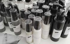 Puhdasta kosmetiikkaa, ei mitään ylimääräistä  Olivia Klein on suomalainen puhtaan kosmetiikan tuotesarja läpinäkyvällä filosofialla. Käytämme vain tehokkaita, turvallisia ja puhtaita ainesosia.Vältämme allergisoivien tai herkistävien ainesosien käyttöä. Tuotteemme eivät sisällä mitään pelkän tuoksun tai ulkonäön vuoksi.Uskomme vahvasti rehellisyyteen ja läpinäkyvyyteen. Tuotteemmeovat 99-prosenttisesti luontoperäisiä ja niissä käytetään ensisijaisesti…
